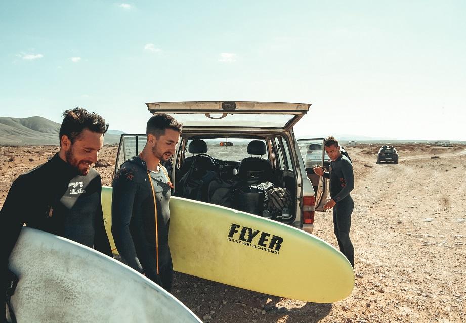 Warum das Internet bei Urlaubsflirts helfen kann